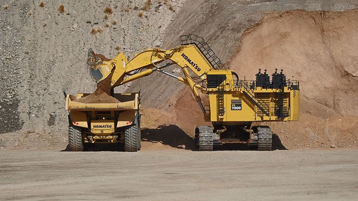 Komatsu featuring real-time teleoperated excavator at MINExpo in Las Vegas