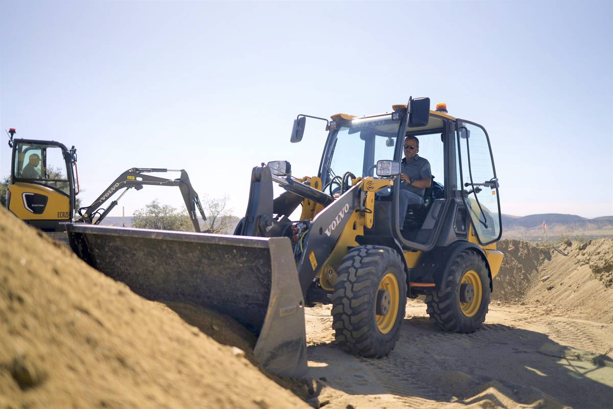 The Volvo Construction Equipment L25 Electric compact wheel loader and ECR25 Electric compact excavator at work for Baltic Sands Inc. in the California desert during the pilot project.