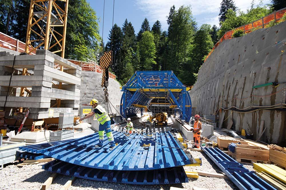 Rapid progress on site thanks to pre-assembled and ready-to-use formwork components.
