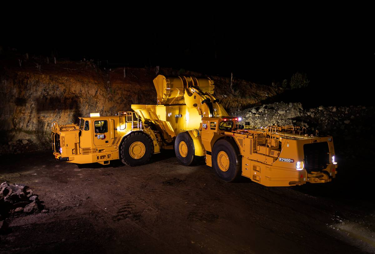 Cat highlights diesel electric drive design of the R2900 XE LHD at MINExpo