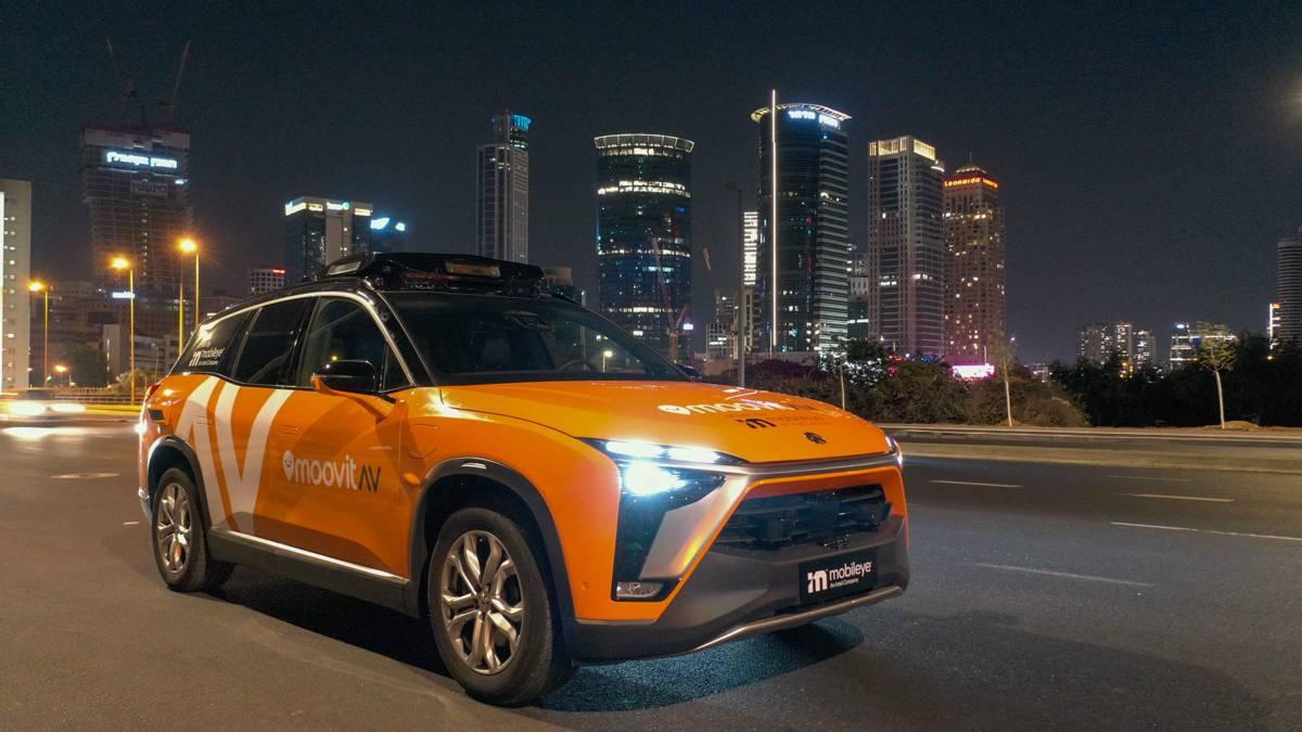 Sleek new Mobileye robotaxi unveiled with launch of MoovitAV robotaxi service