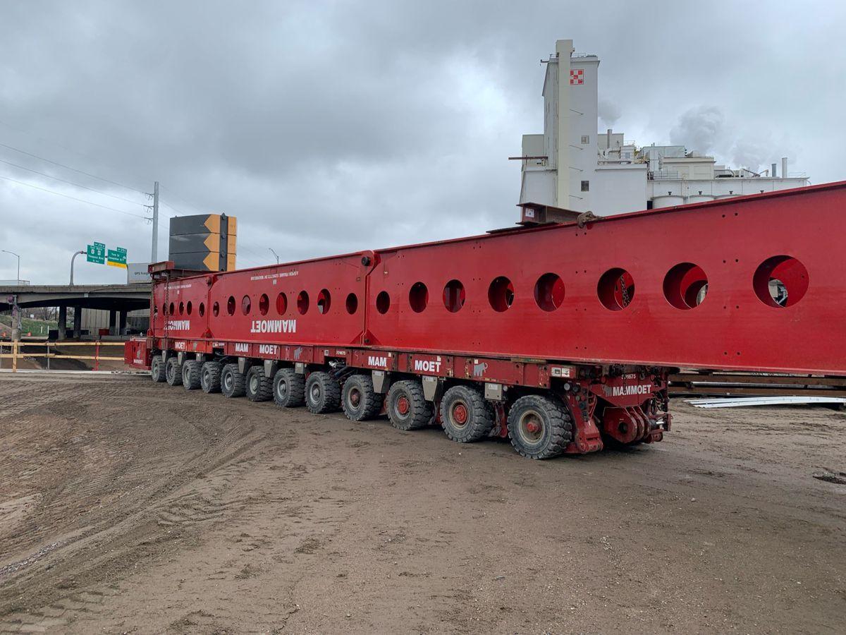 Mammoet SPMT cantilever solution enables swift rail bridge girder setting