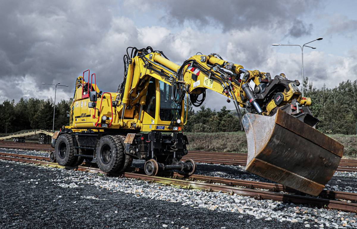 Atlas refines 1604 ZW road-rail excavators with technical enhancements